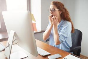 派遣でいつまで雇用してもらえるのか不安。普遍的な仕事を見つけたい。