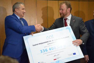 W dniu 28.09.2018r. w delegaturze Podlaskiego Urzędu Wojewódzkiego w Suwałkach odbyło się podpisanie umowy przez Ministra Zdrowia