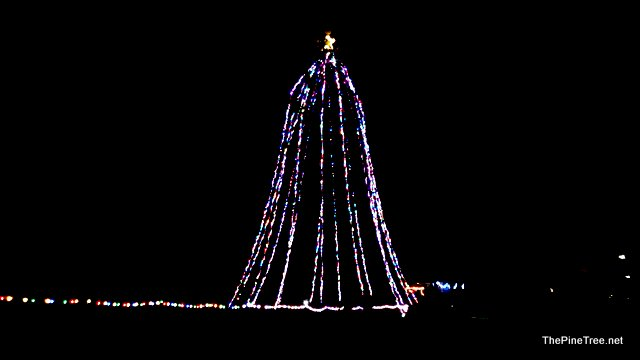 Avery Has Its Community Christmas Tree For 2016