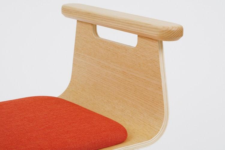 握把下緣的特殊切角設計,好握之餘更能避免滑手,方便支撐起身。