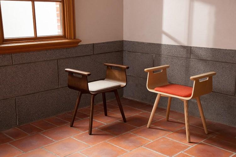 左:【木材】深咖啡×【坐墊】灰褐  右:【木材】原色×【坐墊】磚橘
