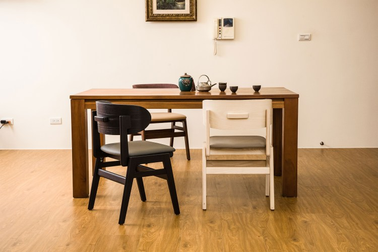 SASAERU誕生的原因,是要讓需要照護的長者也能坐在普通的椅子上用餐,雖具機能,整體設計卻顛覆機能椅的形象,宛如溫暖的普通傢俱。