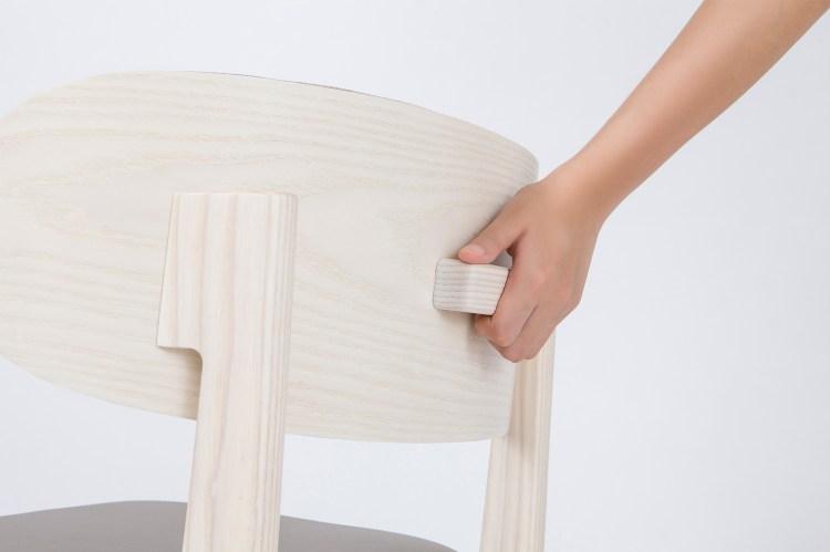 椅背的把手設計,使得搬運SASAERU變得輕鬆容易。