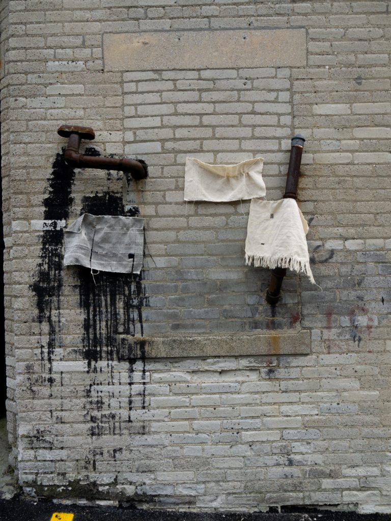 Veronica Pedrosa Abdala's Memorias Entrelazanda / Intertwined Memories Installation with hand woven cloth