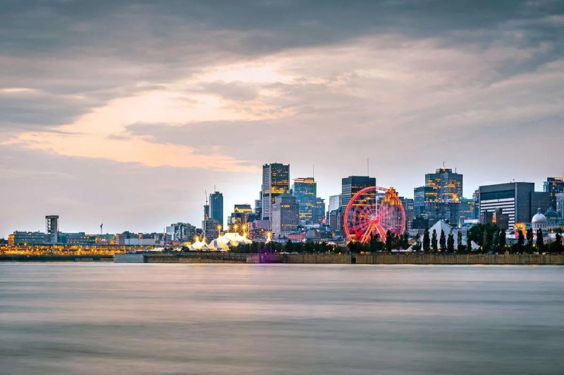 montreal city skyline during sunset with waterfron 25VU9VP