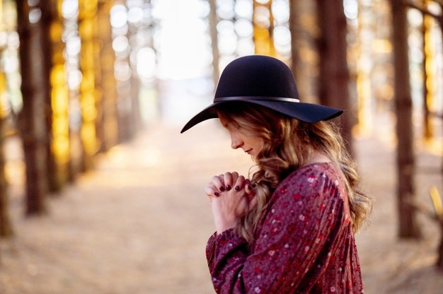 A Prayer for Holding on to God in Hard Times – CrossWalk Devotional