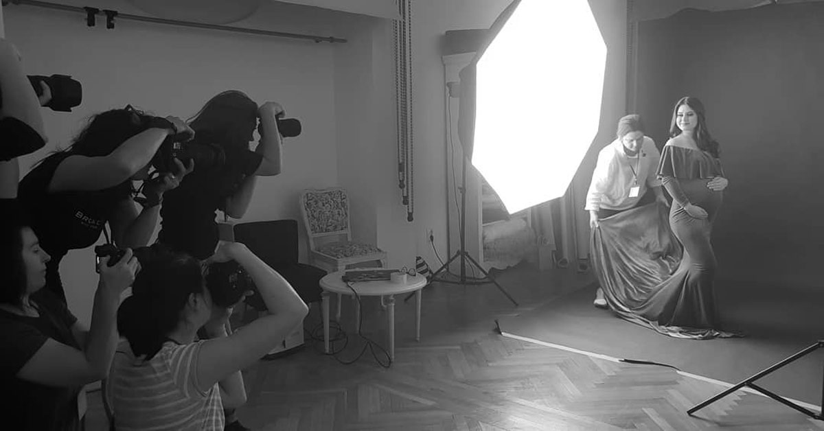 Nicoleta Raftu maternity and new born photographer for workshops by Carmen Bergmann Studio setting up of the studio