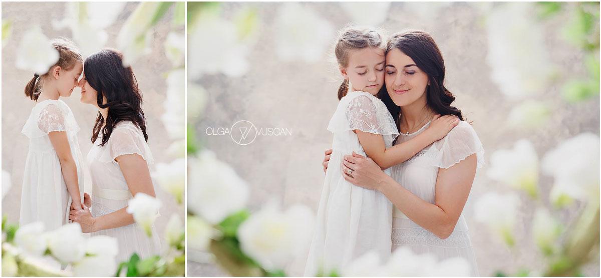 Olga Vuscan New Born Photographer for Workshops by Camen Bergmann Studio mother and daughter pose on flower background