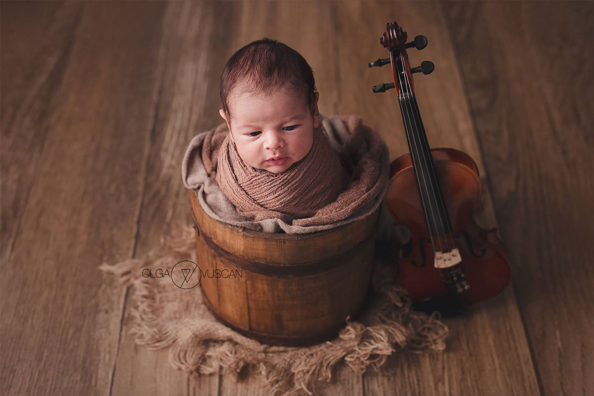 Olga Vuscan New Born Photographer for Workshops by Camen Bergmann Studio new born poses with a violin