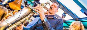 nu: playing saxophone in club