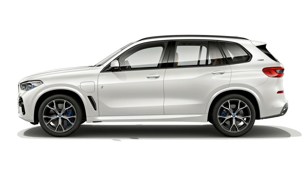 2023 BMW X3 Hybrid Wallpaper