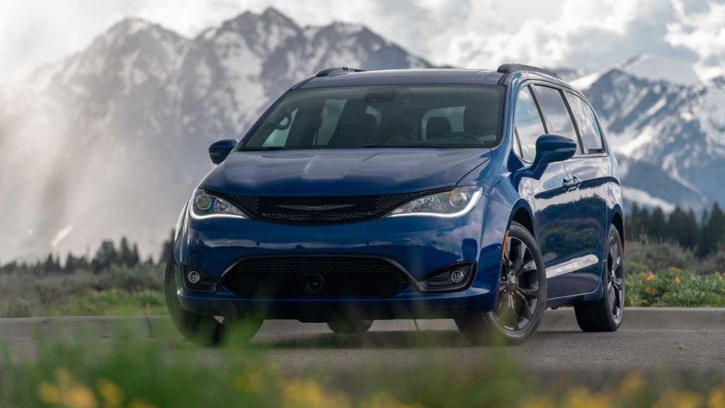 2023 Chrysler 200 Exterior