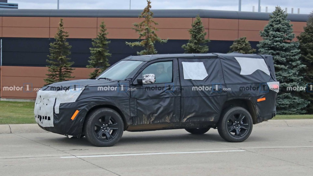 2023 Jeep Grand Wagoneer Images