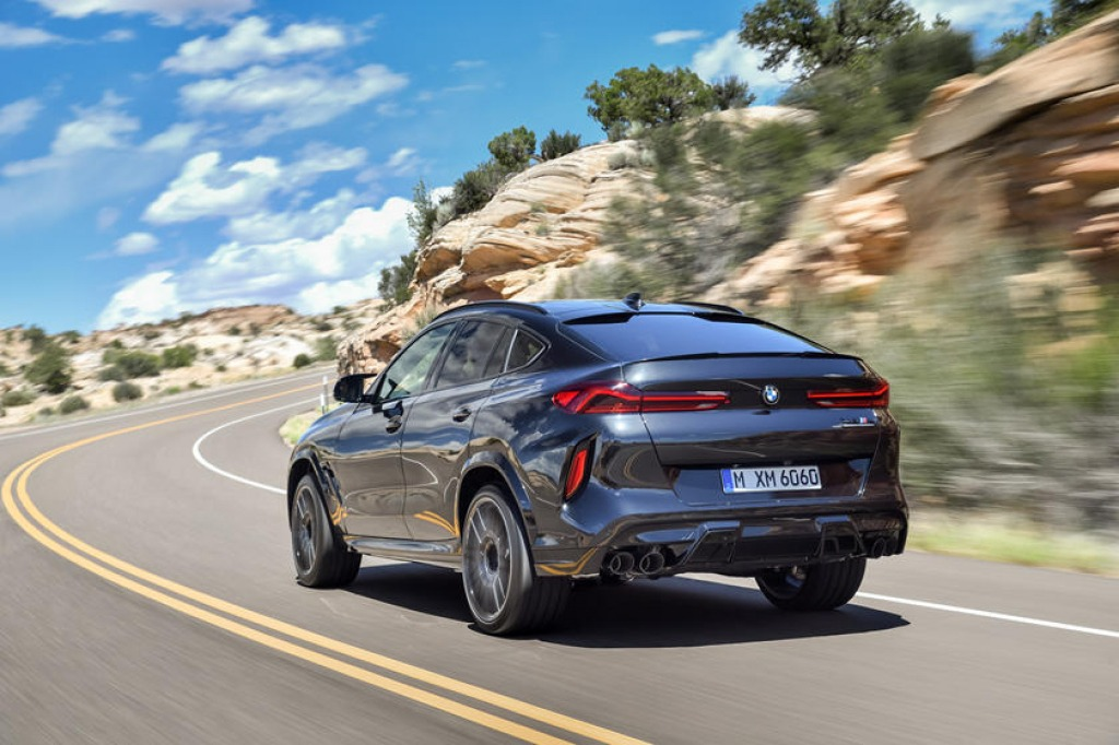 2022 BMW X6 M Pictures