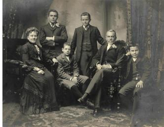 Janet and William Winn and their four sons, around 1900 - Historic Houses Trust
