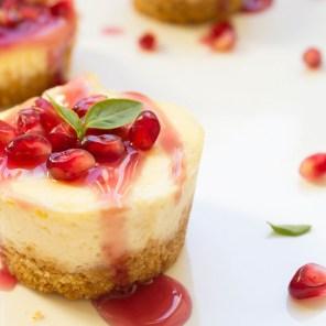 Mini-Vanilla-Cheesecake-with-Pomegranate-Sauce-2