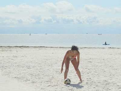 Florida woman going for volleyball
