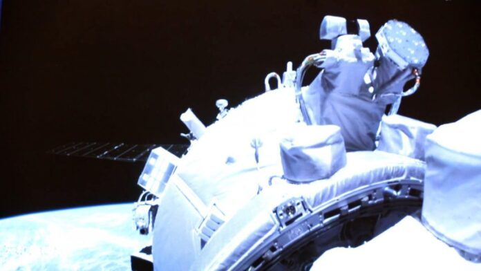Chinese Astronauts Arrive New Space Station