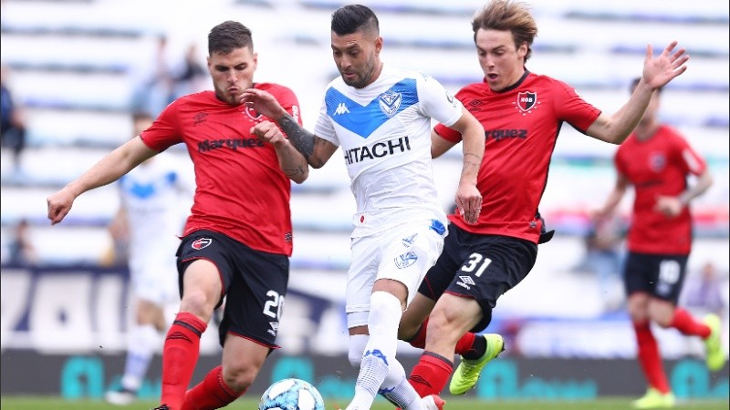 Group B's top two meet as Newell's face Vélez test