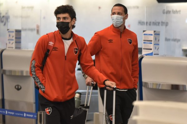 Newell's Old Boys airport tracksuit tops