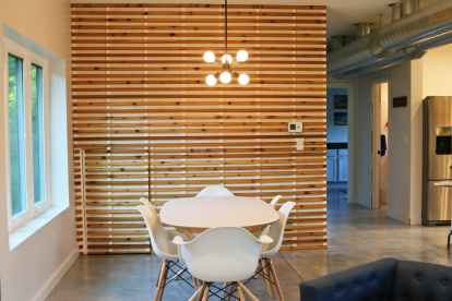 slat-wall-dining-area