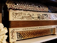 New-England-Accordion-Museum-Exhibit-Canaan-CT-chicago-with-women-painted-on-front-classic