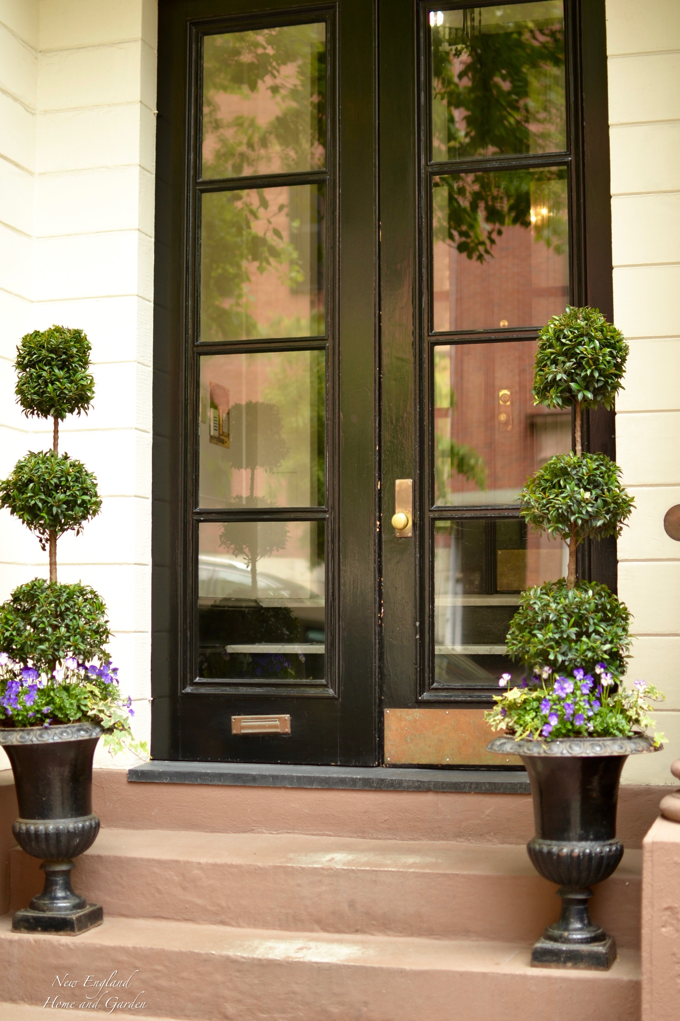 New England Home And Garden. Doors That Welcome