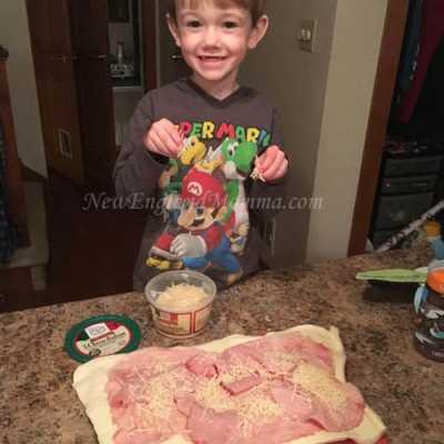 Holiday Entertaining Made Easy – Ham & Cheese Stromboli