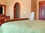 luxury-condo-belize-bedroom7-770x386