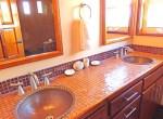 villa4bathroom3-650x386
