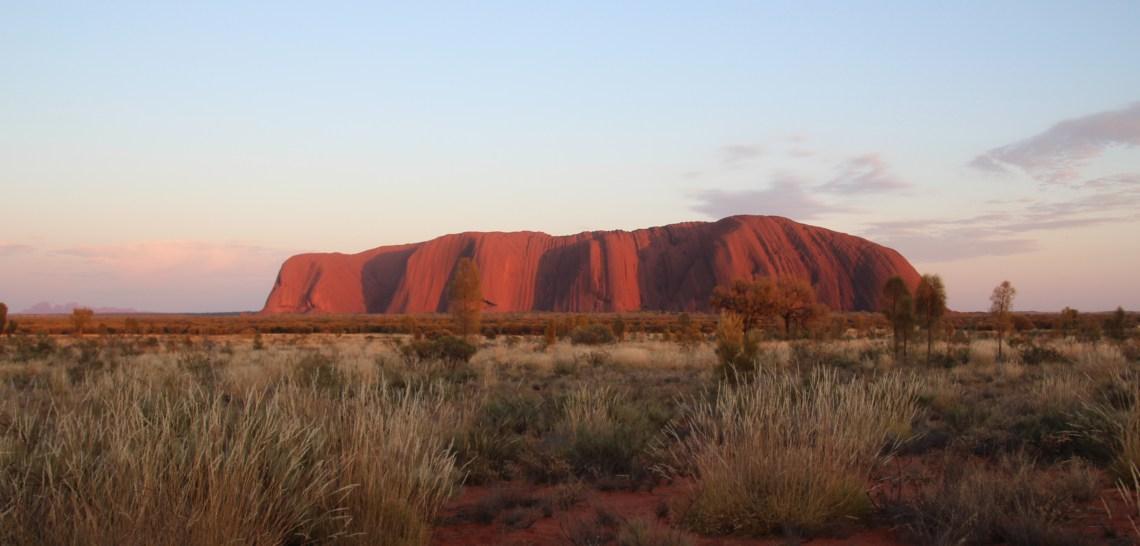 Lever de soleil sur Uluru