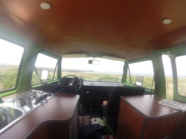 L'intérieur du van loué pour le séjou sur Belle-Ile