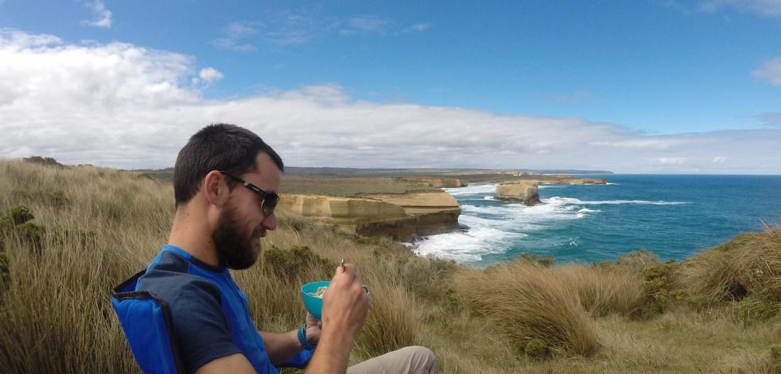 Poser son sac à dos et déjeuner là, face à l'océan