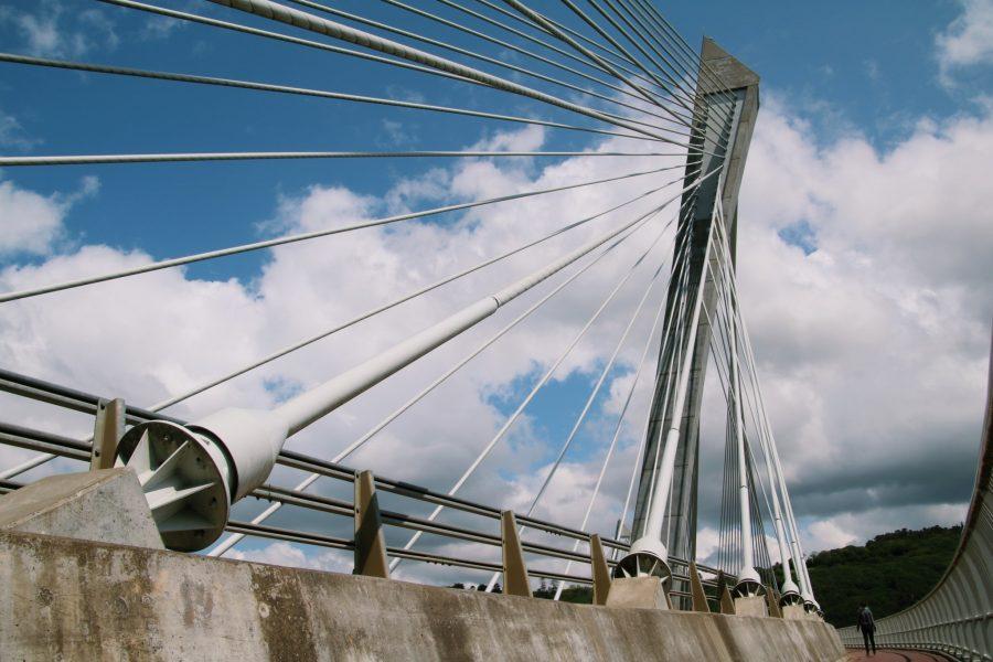 le pont de Térénez permet de rejoindre la presqu'île de Crozon