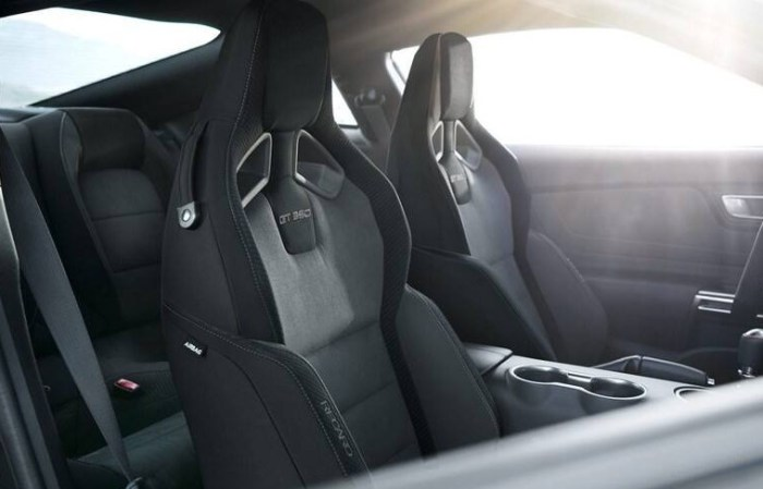 2022 Ford Mustang Shelby GT350 Interior