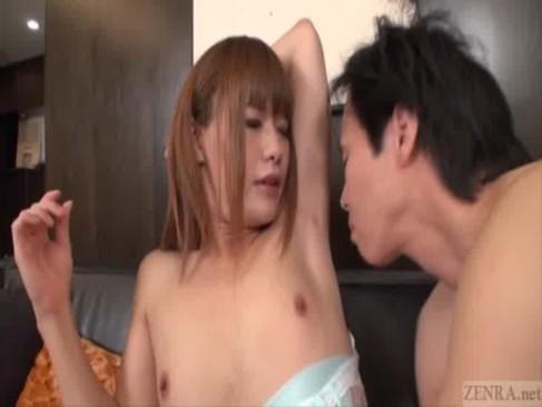 男の娘系女優の大島薫が巨根を弄られて可愛い声で喘ぎ昇天しているニュハーフ動画無料