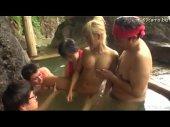 金髪の美乳男の娘が混浴温泉で変態オヤジ達にチンポを咥えられて感じてるニューハーフ動画無料