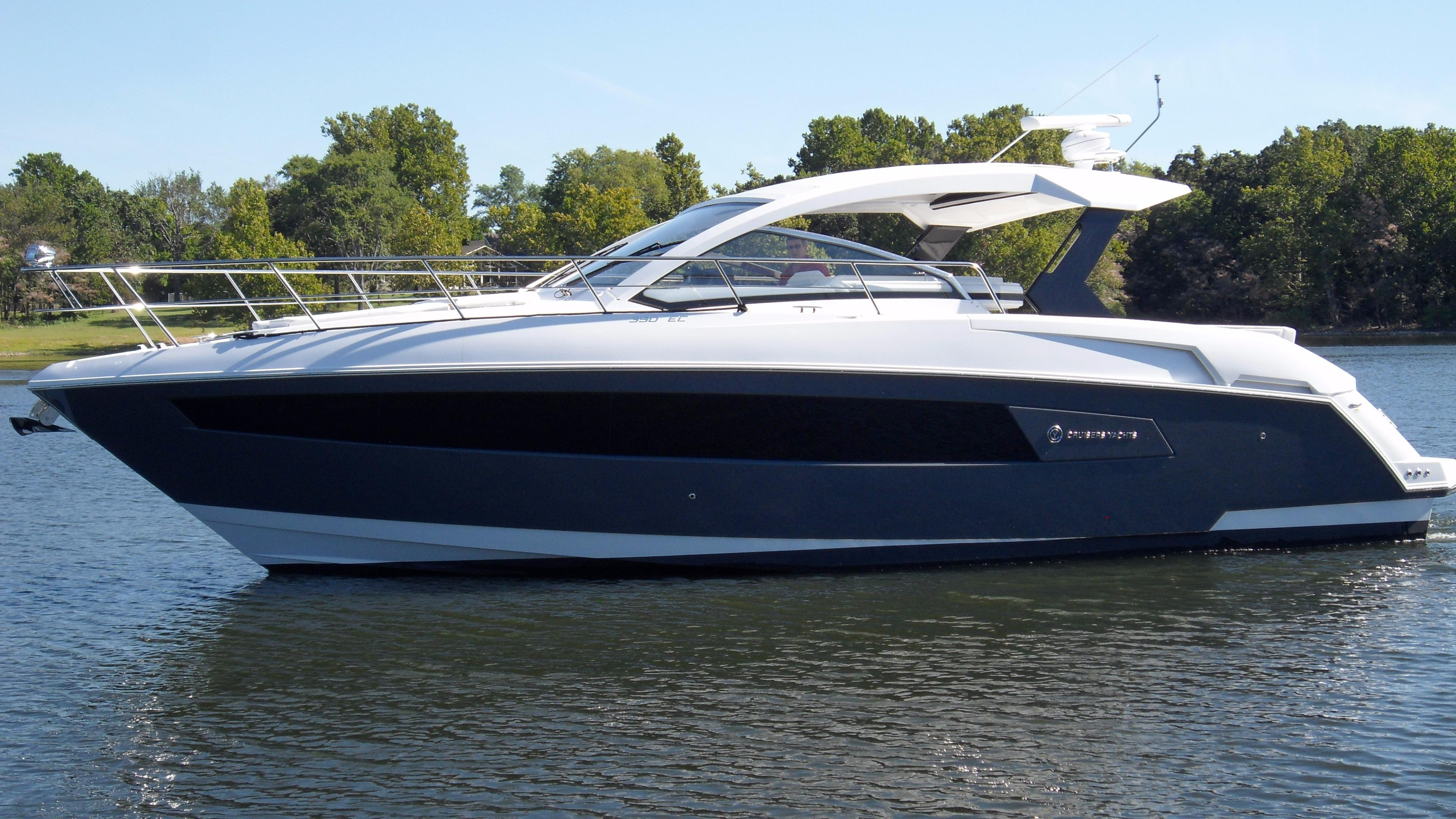 2016 Cruisers Yachts 390 Express Coupe Power Boat For Sale Wwwyachtworldcom