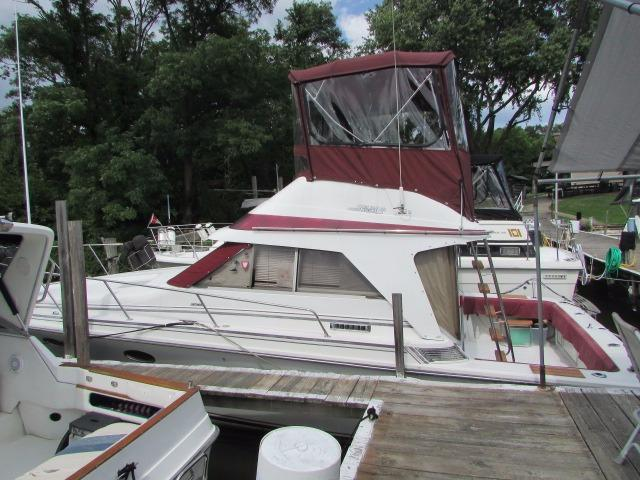 1987 Trojan 10 Meter International Sedan Power Boat For