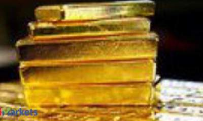 Gold futures ease on low demand