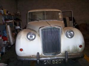 Image of Vintage car before restoration by New ireland motors