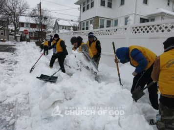 world mission society church of god, church of god in new jersey, wmscog, snow cleanup, yellow shirt volunteers, bogota