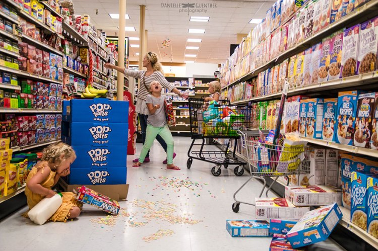 best-case-scenario-realistic-family-chaotic-photography-danielle-guenther-1__880