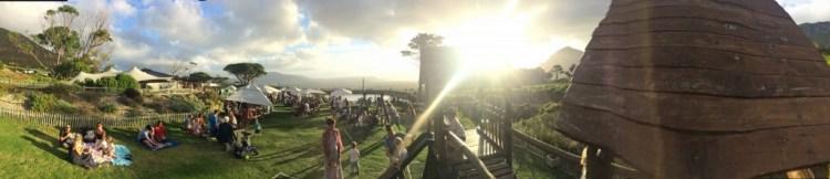 Spektakulär und entspannt: Panoramafoto vom Klettergerüst des Cape-Point-Weinguts in Noordhoek während des Foodmarkets