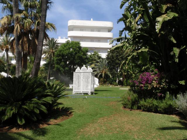 Marbella Real – 2 bedrooms south facing pool views