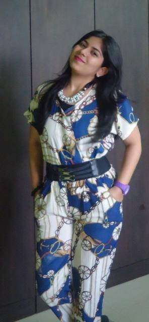 OOTD: outfit Printed Jumpsuit, pearl bib necklace, black wedges