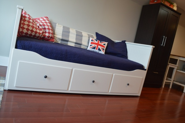 20 ikea daybed in living room gif