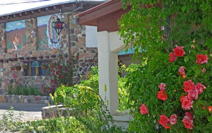 El Paragua exterior with flowers blooming