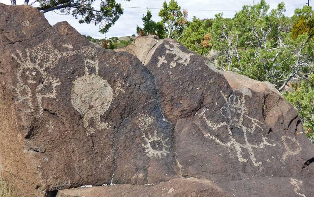 Mesa Prieta petroglyphs