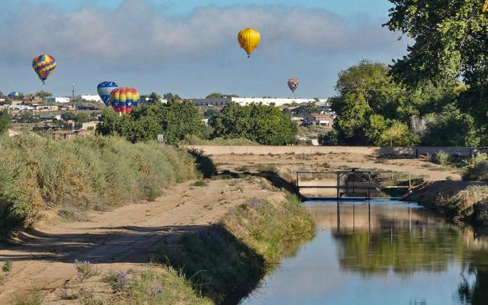 Balloons over the acequia
